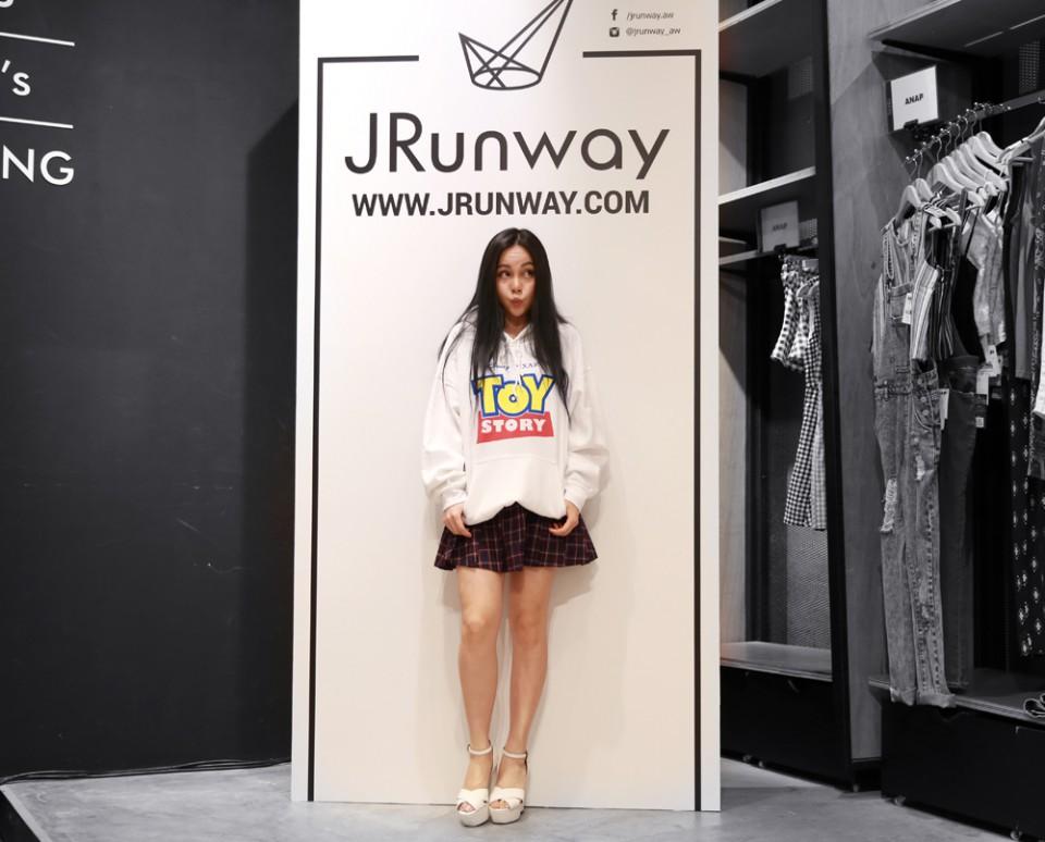 jrunway_chloeting_06