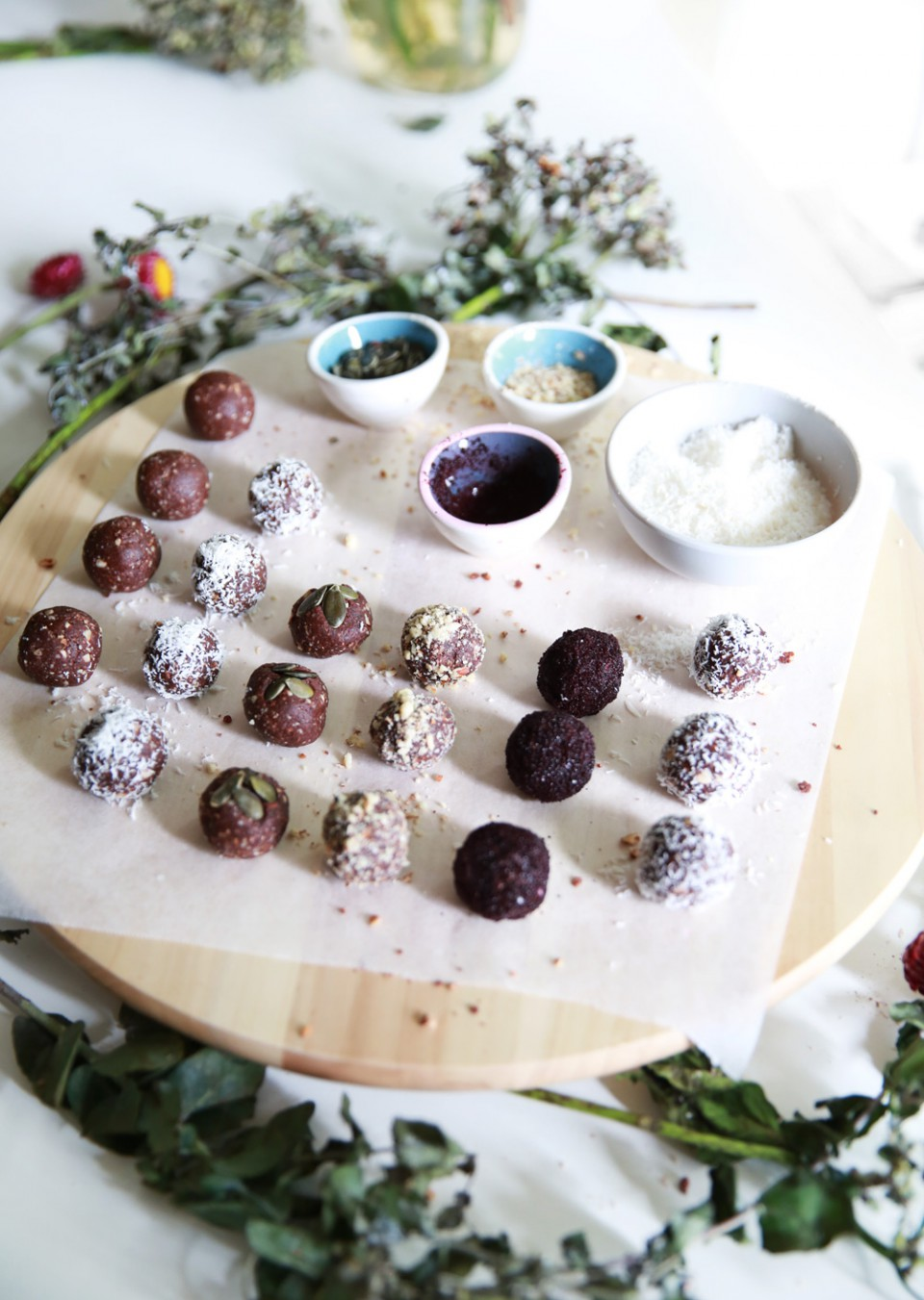 healthy_almond_protein_balls_chloeting_06