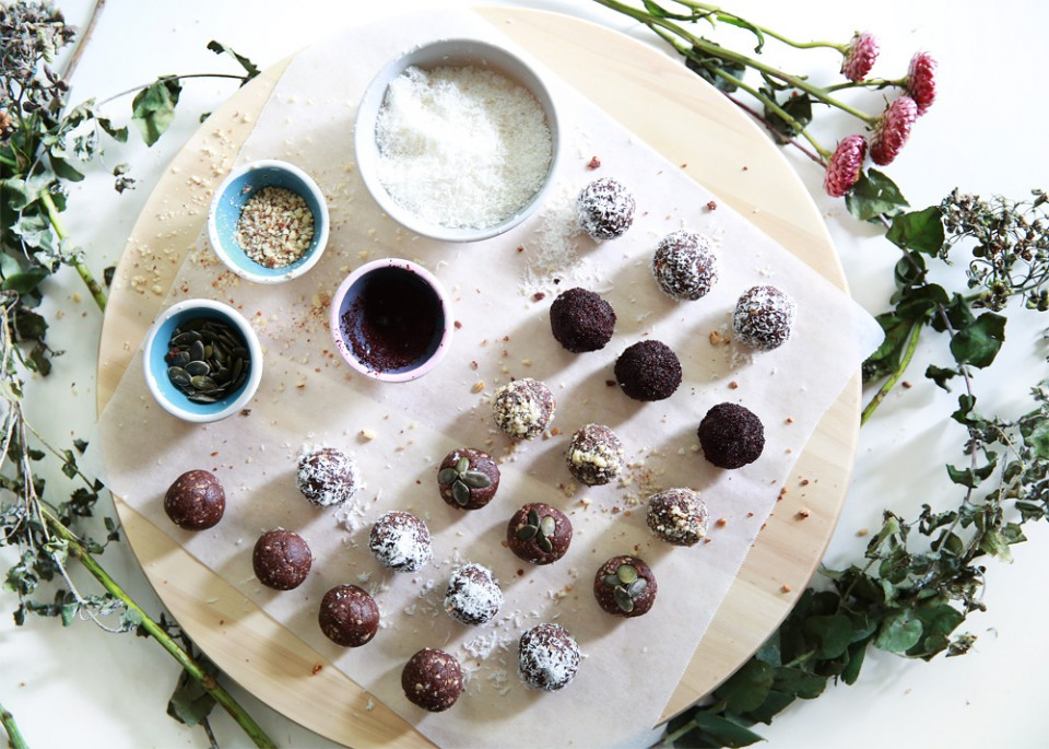 healthy_almond_protein_balls_chloeting_07