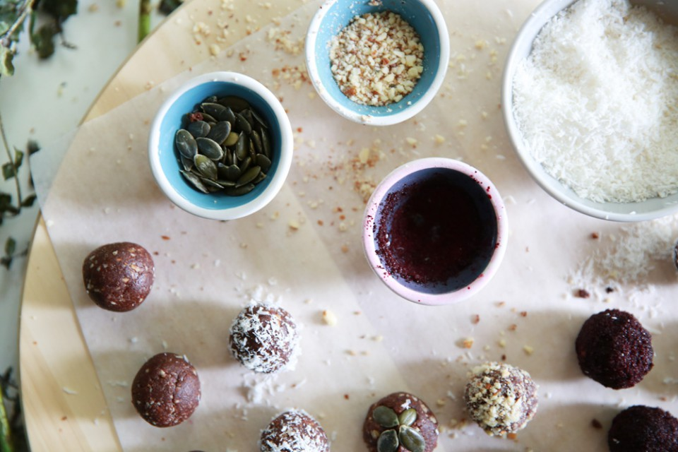healthy_almond_protein_balls_chloeting_08